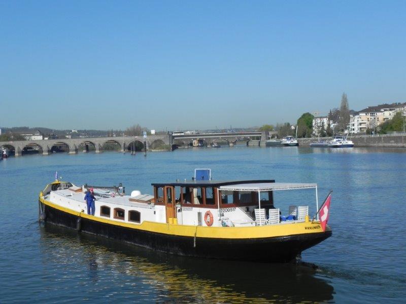 Die RIA auf dem Rhein zu Tal.